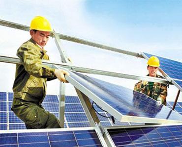 屋顶分布式电力安装施工现场